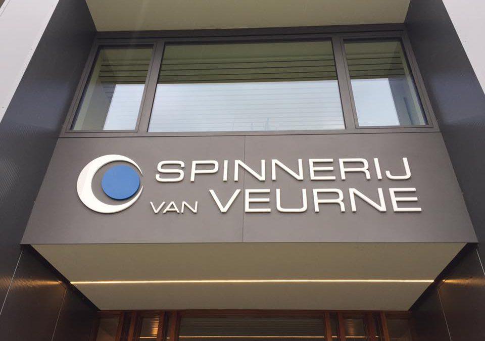 Gevelpaneel en 3D letters – Spinnerij Veurne