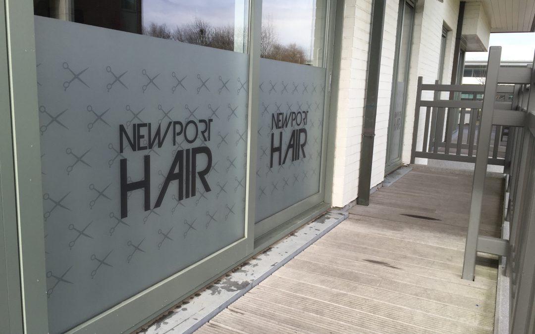 Raamfolie – Newport hair